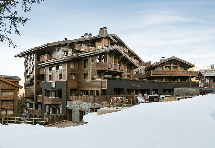 Außenansicht des Luxushotels Les Neiges in Courchevel