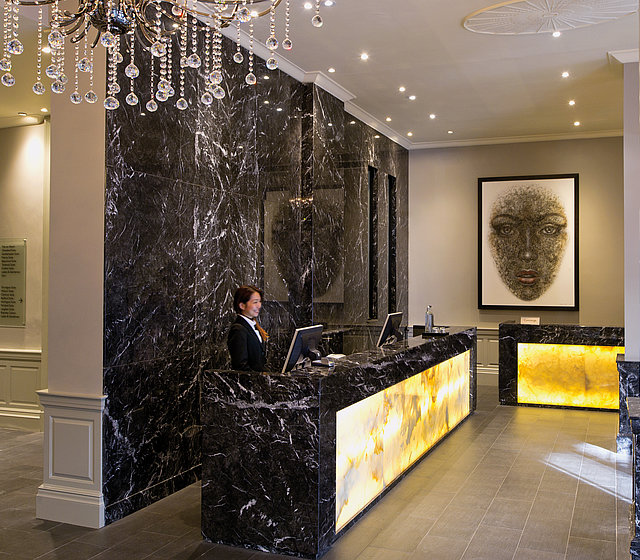 Reception des Radisson Blu Edwardian Grafton Hotel London